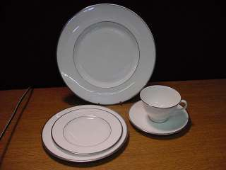 ROYAL DOULTON H4974 SIGNET 5 PIECE PLACE SETTING LN